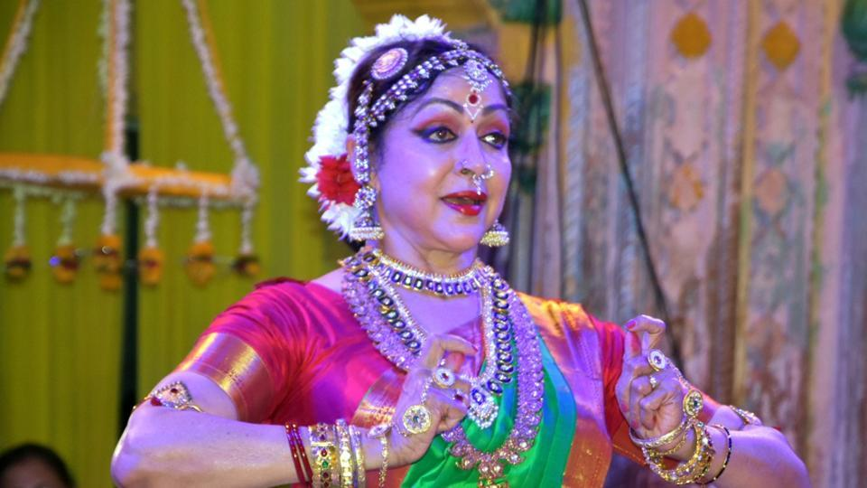 vrindavan-actress-vrindavan-politician-temple-malini-performs_8b9a8672-b5b8-11e9-bb84-86ad41188646